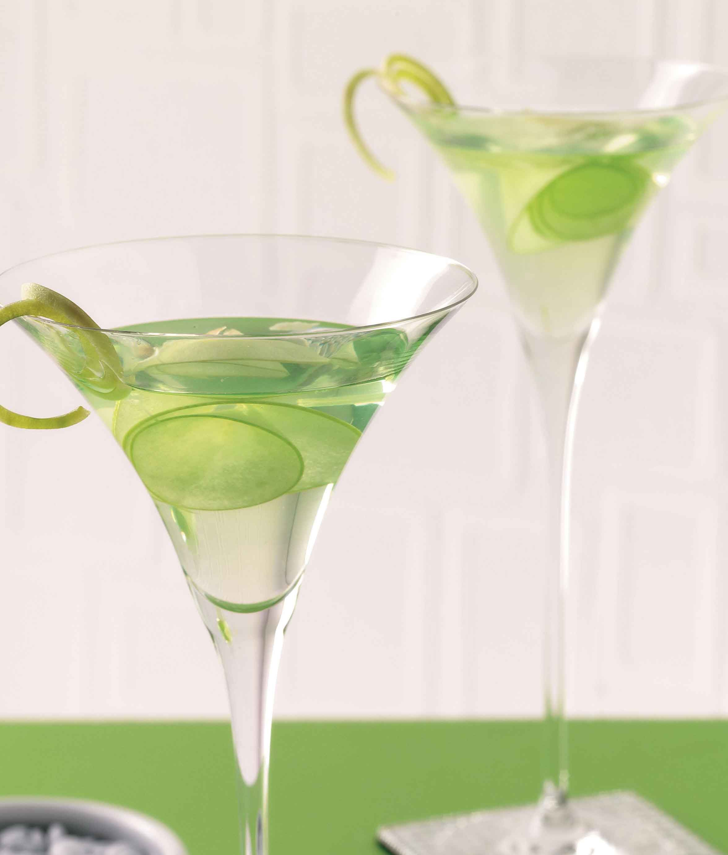 St. Patrick's Day Drink Recipes: 12 Green Cocktails to Celebrate! - Forkly