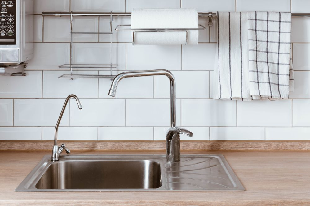 Genius Ways To Free Up Space & Organize Your Countertop - Forkly