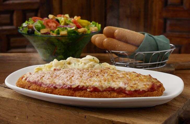 Olive Garden Is Bringing Back Its Giant Chicken Parm And It S Almost A Foot Long Forkly